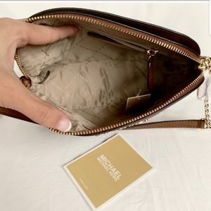 Michael Kors Bags - NWT authentic MK leather cindy dome crossbody